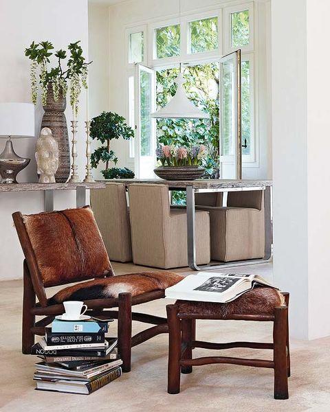 Wood, Room, Interior design, Furniture, Flooring, Hardwood, Fixture, Interior design, House, Vase,