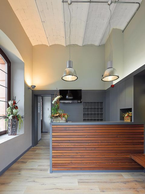 Wood, Stairs, Interior design, Floor, Property, Flooring, Ceiling, Wall, Ceiling fixture, Light fixture,