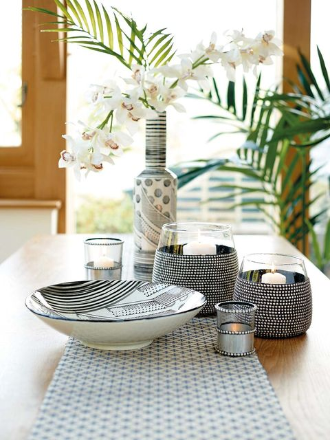 Table, Tablecloth, Furniture, Room, Houseplant, Flowerpot, Interior design, Plant, Textile, Linens,