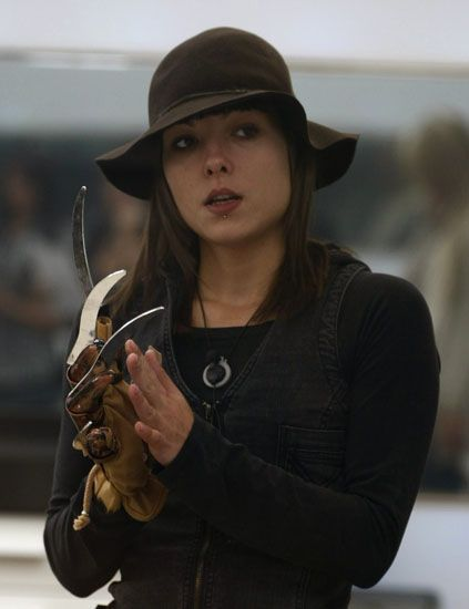 Sleeve, Jewellery, Hat, Headgear, Violinist, Sun hat, Long hair, Street fashion, Viola, Brown hair,