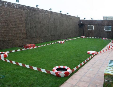Grass, Games, Garden, Lawn, Yard, Artificial turf, Backyard, Courtyard, Brickwork,