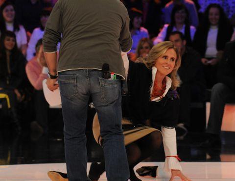 Leg, Trousers, Denim, Jeans, Shirt, Outerwear, Fashion, Blond, Audience, Pocket,