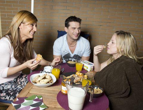 Hair, Serveware, Cuisine, Meal, Tableware, Food, Table, Dish, Dishware, Sharing,