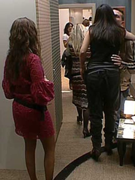 Clothing, Leg, Hairstyle, Human body, Human leg, Shoulder, Standing, Photograph, Joint, Dress,