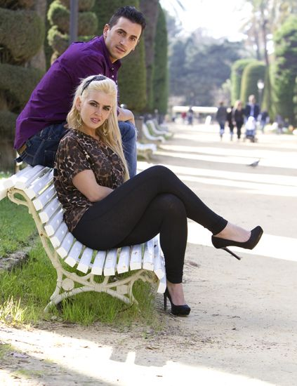 Clothing, Leg, Sitting, Human leg, Outerwear, Fashion accessory, Street fashion, Comfort, Beauty, Knee,