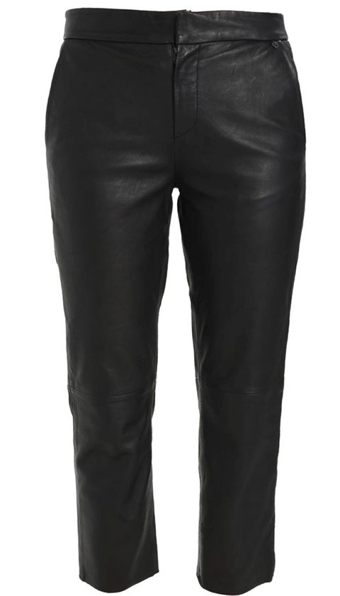 Clothing, Denim, Trousers, Textile, Standing, Joint, Style, Pocket, Black, Thigh,