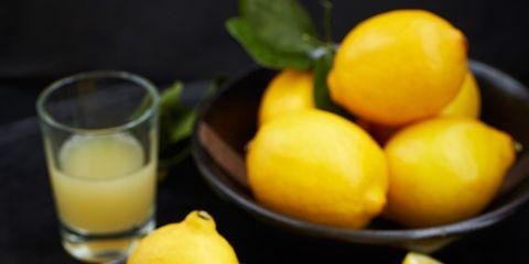Yellow, Citrus, Food, Ingredient, Fruit, Natural foods, Produce, Sharing, Tableware, Juice,