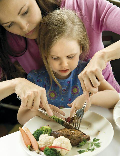 Mouth, Dishware, Food, Cuisine, Serveware, Eyelash, Meal, Plate, Tableware, Leaf vegetable,