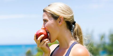 Ear, Sleeveless shirt, Summer, People in nature, Active tank, Neck, Eating, Undershirt, Tooth, Food craving,