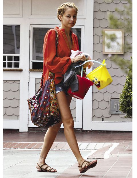 Human leg, Fashion accessory, Style, Bag, Street fashion, Sandal, Fashion, High heels, Foot, Thigh,