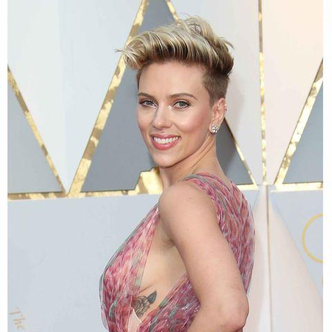 Smile, Hairstyle, Shoulder, Style, Dress, Headgear, Eyelash, Earrings, Beauty, Model,