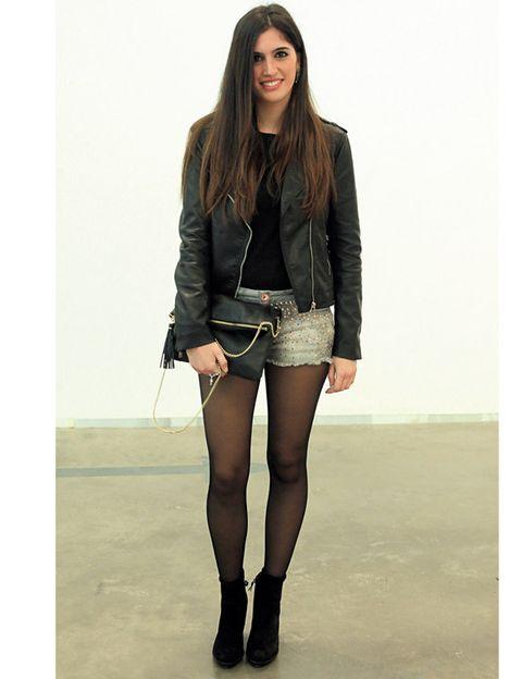 Clothing, Leg, Brown, Sleeve, Human body, Skin, Shoulder, Human leg, Joint, Standing,