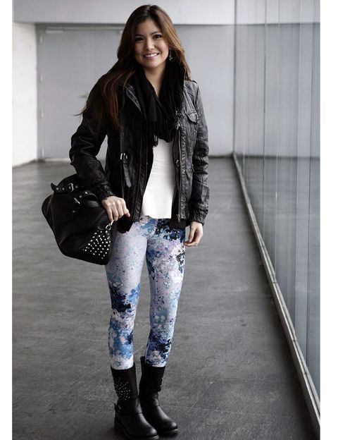 Clothing, Leg, Sleeve, Human body, Textile, Joint, Outerwear, Bag, Boot, Style,