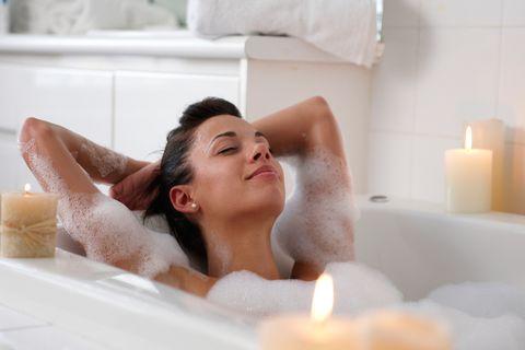 Bathtub, Skin, Bathing, Beauty, Jacuzzi, Room, Spa, Plumbing fixture, Bathroom, Black hair,