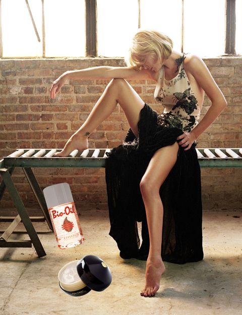 Waist, Foot, Blond, Barefoot, Toe, Sandal, Lantern, One-piece garment, Ankle, Cup,