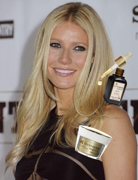 Smile, Hairstyle, Eyelash, Blond, Beauty, Long hair, Brown hair, Layered hair, Tooth, Award ceremony,