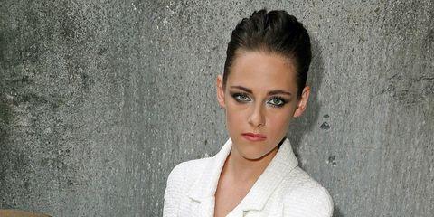 Lip, Hairstyle, Eye, Shoulder, Eyebrow, Wood stain, Collar, Organ, Iris, Eyelash,
