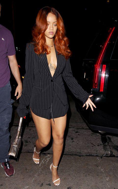 Trousers, Shirt, Outerwear, Human leg, Style, Collar, Blazer, Red hair, Fashion, Thigh,