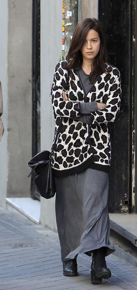 Clothing, Sleeve, Human body, Shoulder, Textile, Outerwear, Style, Street fashion, Bag, Pattern,