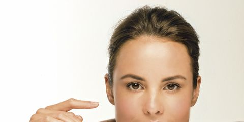 Finger, Lip, Hairstyle, Skin, Chin, Forehead, Eyebrow, Eyelash, Hand, Wrist,