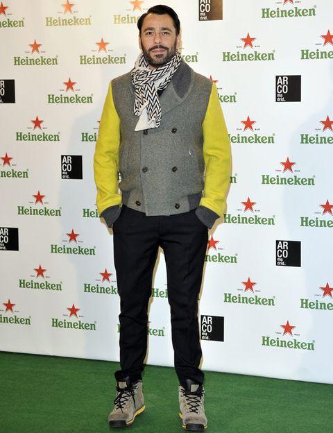 Green, Sleeve, Collar, Style, Facial hair, Dress shirt, Fashion, Beard, Street fashion, Blazer,