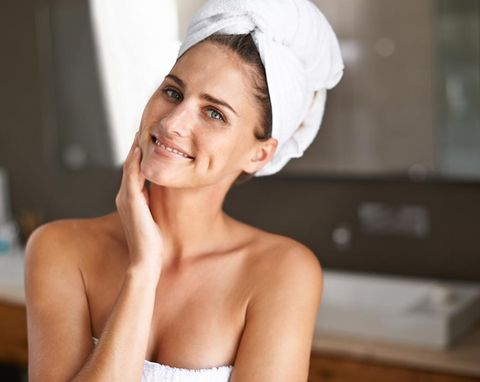 Skin, Face, Beauty, Chin, Headpiece, Lip, Headgear, Hair accessory, Bridal accessory, Smile,