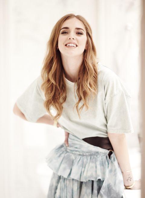 Sleeve, Shoulder, Joint, Style, Fashion, Long hair, Blond, Brown hair, Street fashion, Waist,