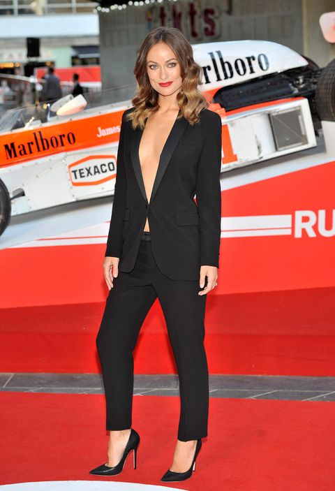 Red carpet, Carpet, Clothing, Suit, Red, Flooring, Premiere, Outerwear, Event, Vehicle,