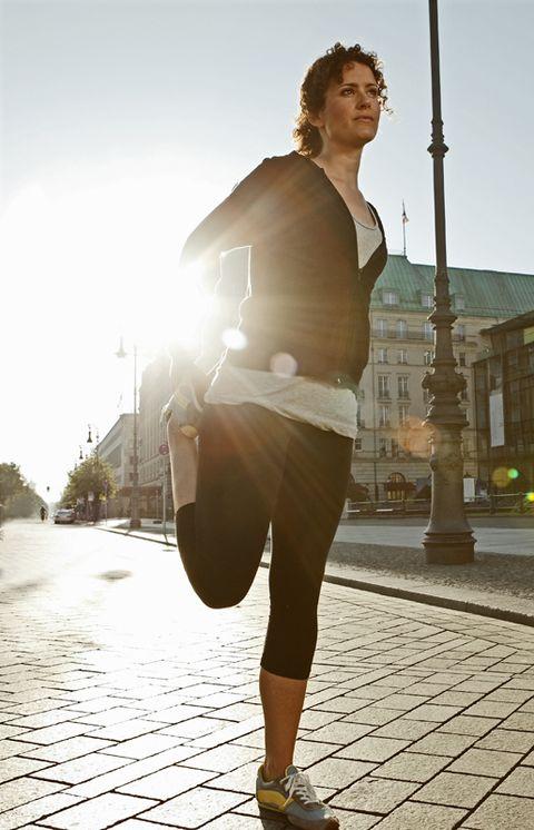 Human leg, Standing, Road surface, Knee, Street fashion, Waist, Sunlight, Street light, Thigh, Shadow,