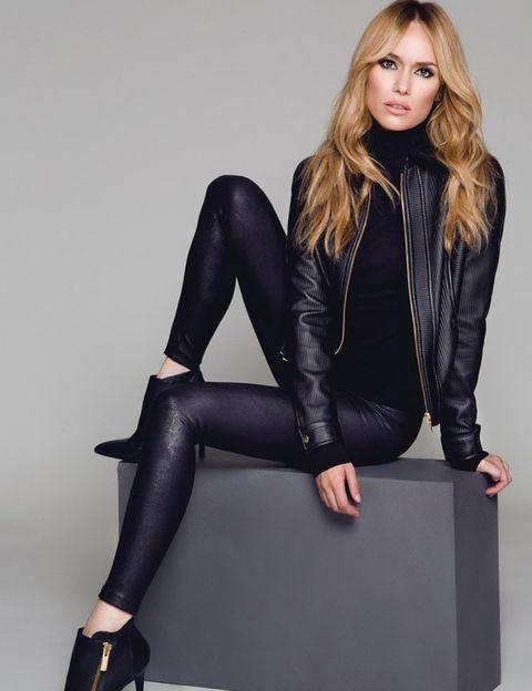 Leg, Sleeve, Human leg, Textile, Joint, Outerwear, Style, Knee, Jacket, Sitting,
