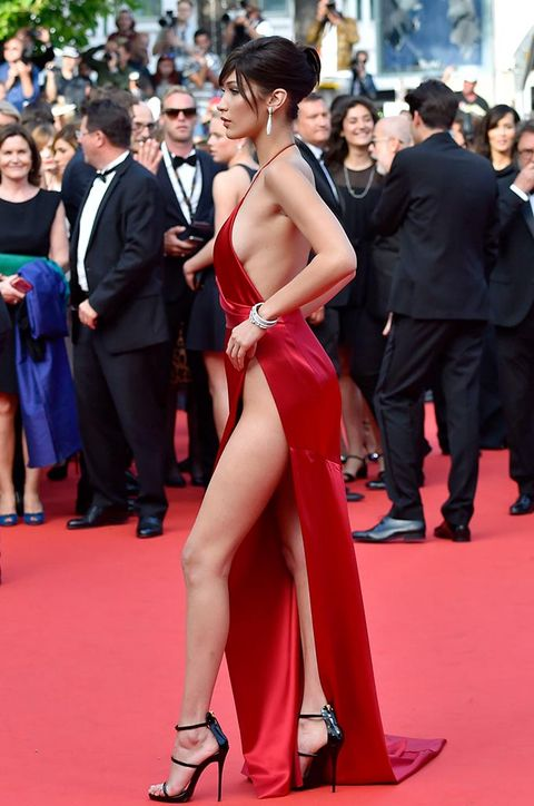 Red carpet, Carpet, Dress, Premiere, Fashion model, Shoulder, Event, Leg, Flooring, Fashion,