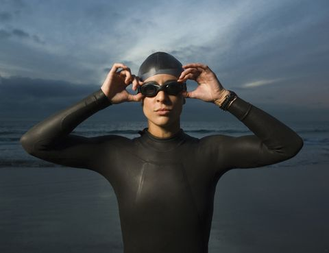 Eyewear, Vision care, Goggles, Shoulder, Joint, Personal protective equipment, Summer, People in nature, Sunglasses, Chest,