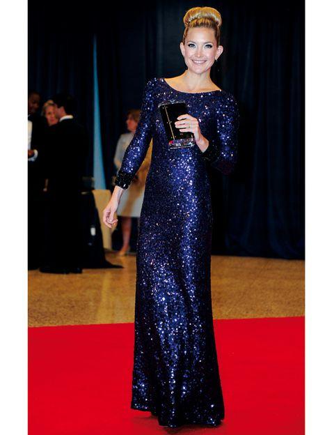 Dress, Flooring, Formal wear, Style, Gown, Carpet, Fashion, Electric blue, Cobalt blue, One-piece garment,