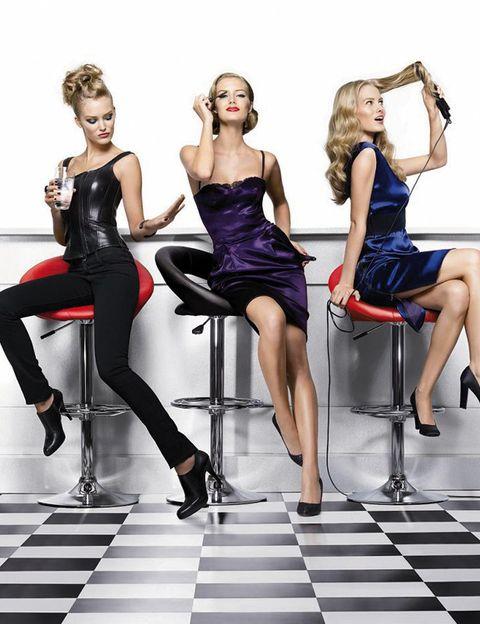 Clothing, Hair, Footwear, Leg, Human leg, Shoulder, Dress, Joint, Sitting, Waist,