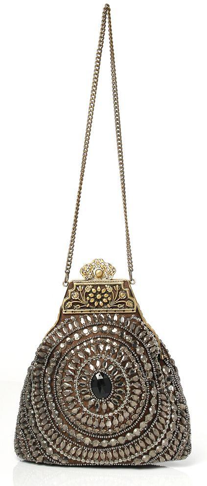 Fashion accessory, Style, Metal, Fashion, Bronze, Iron, Circle, Chain, Silver, Bronze,