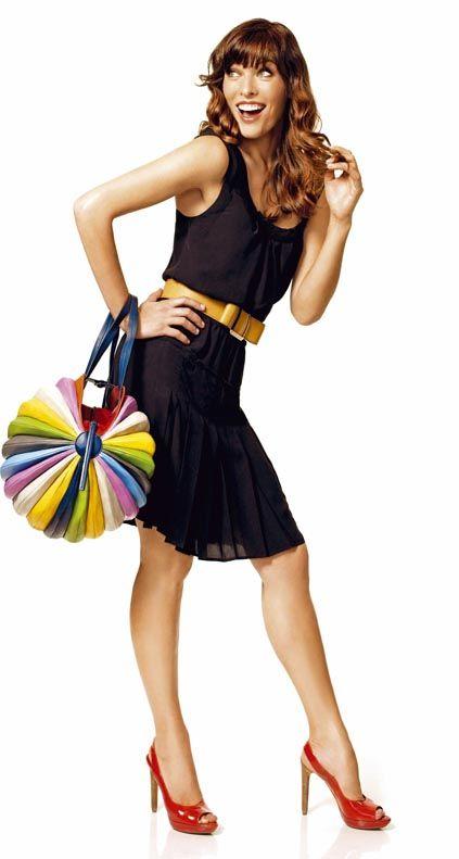 Shoulder, Human leg, Bag, Waist, Style, Costume accessory, Knee, Fashion accessory, Fashion, Day dress,