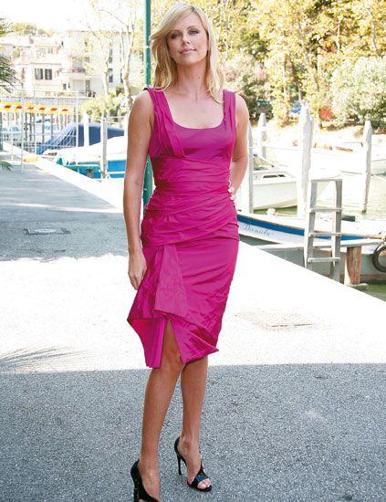 Clothing, Dress, Shoulder, Joint, Human leg, Magenta, Pink, Purple, Day dress, Street fashion,