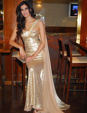 Textile, Formal wear, Fashion accessory, Gown, Dress, Fashion, Wedding dress, Long hair, Silk, Haute couture,