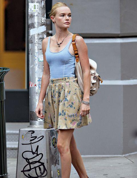 Human body, Shoulder, Bag, Jewellery, Fashion accessory, Style, Street fashion, Waist, Fashion, Knee,