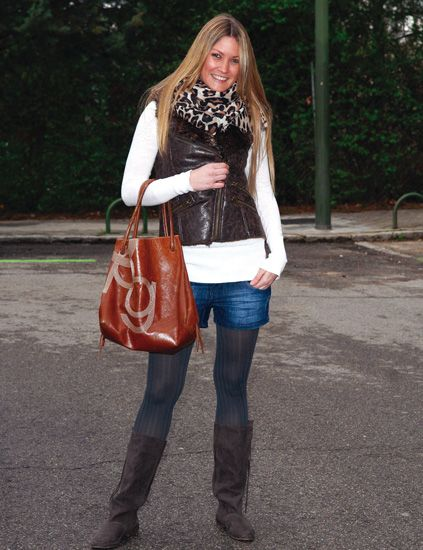 Clothing, Brown, Trousers, Denim, Jeans, Bag, Textile, Outerwear, Style, Street fashion,