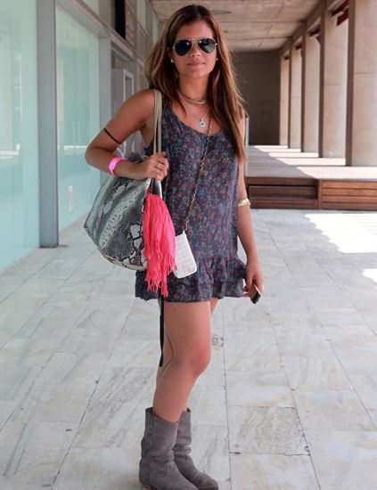 Clothing, Eyewear, Glasses, Sunglasses, Brown, Shoulder, Bag, Textile, Joint, Outerwear,
