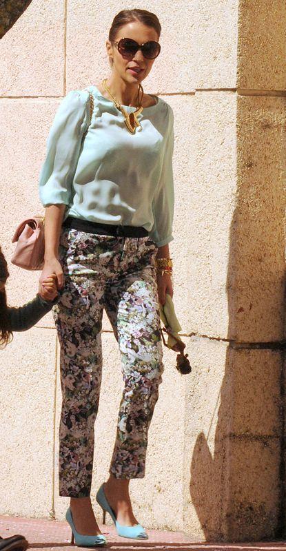 Camouflage, Sleeve, Military camouflage, Shoulder, Joint, Waist, Style, Khaki, Pattern, Street fashion,