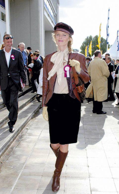 Clothing, Footwear, Leg, Trousers, Coat, Outerwear, Bag, Hat, Style, Street fashion,