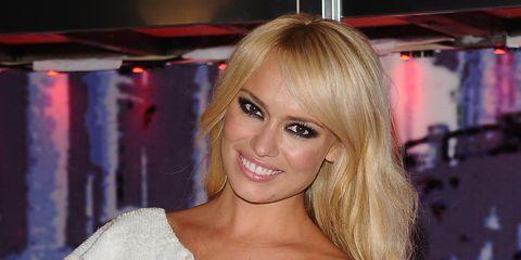 Lip, Hairstyle, Shoulder, Joint, Eyelash, Style, Dress, Beauty, Blond, Model,