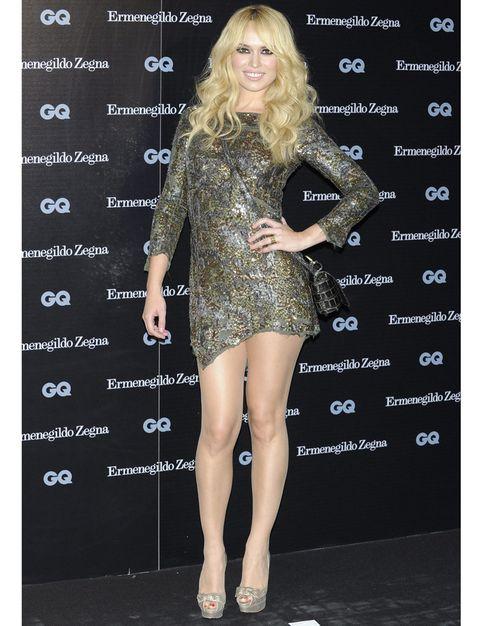 Human, Leg, Shoulder, Dress, Joint, Human leg, Style, One-piece garment, Fashion model, Fashion,