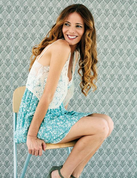 Clothing, Leg, Hairstyle, Human leg, Shoulder, Sitting, Dress, Joint, Facial expression, Style,