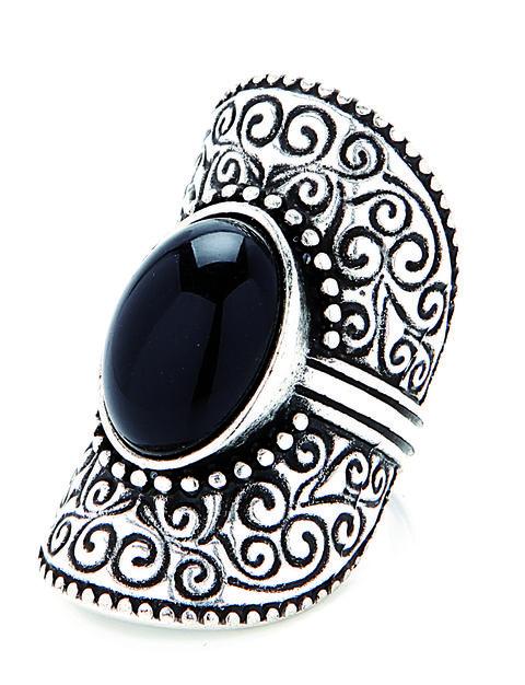 Pattern, Style, Circle, Jewellery, Black-and-white, Visual arts, Design, Silver, Body jewelry, Motif,