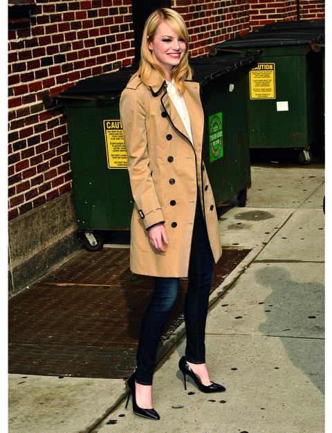 Clothing, Sleeve, Coat, Collar, Outerwear, Style, Bag, Street fashion, Overcoat, Blazer,