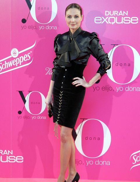 Sleeve, Pink, Style, Magenta, Dress, Waist, Fashion, Logo, Fashion model, Carpet,