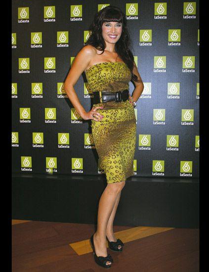 Shoulder, Joint, Flooring, Waist, Style, Dress, High heels, Fashion model, One-piece garment, Fashion,